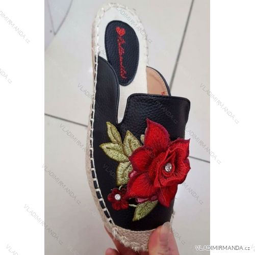 4eeada57cea5 Papuče s plnou špičkou